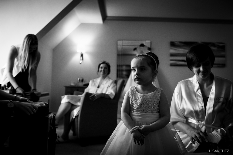 Wedding photography, Bride with the flower girl