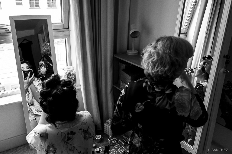The bride and her sister getting ready